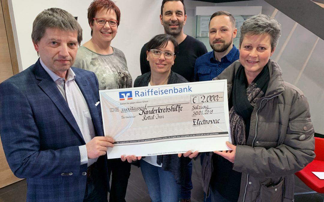 Electrovac spendet 2000 Euro für Kinderkrebshilfe Rottal-Inn